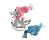 Spardose Ente, edel versilbert, anlaufgeschützt, Höhe 13 cm, mit Schal & Mütze in rosa und hellblau